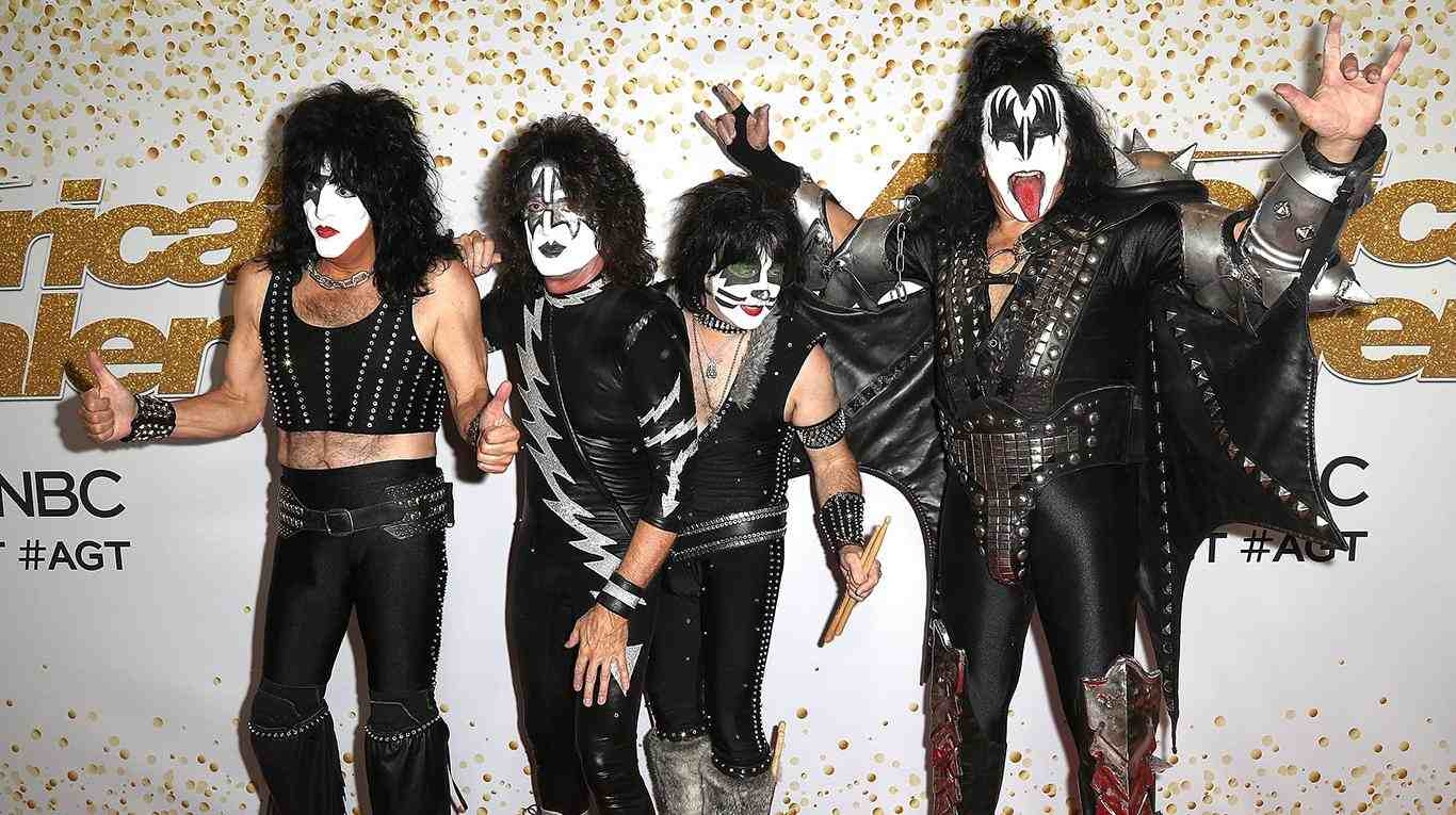 Kiss to Perform Underwater Concert for Great White Sharks