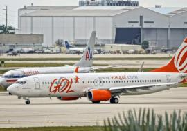 AA and Gol planes on tarmac