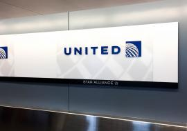 United Airlines desk